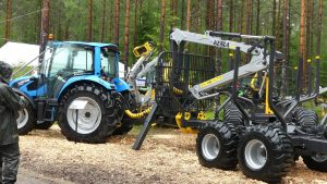 Forestry equipped Landini 4-090 tractor and kesla trailer