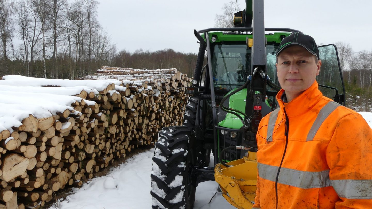 Deutz-Fahr 5090G tractor customized for forest work