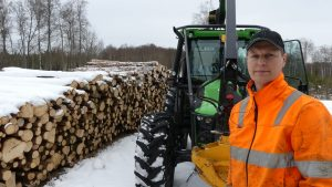 Forest customized Deutz-Fahr 5090G with owner Lars Björk