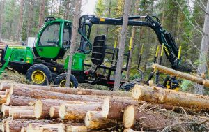 John Deere 810E forwarder