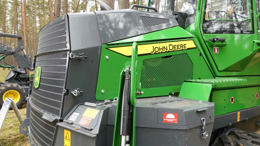 New Engine Hood of JD 910G, designed in collaboration with BMW
