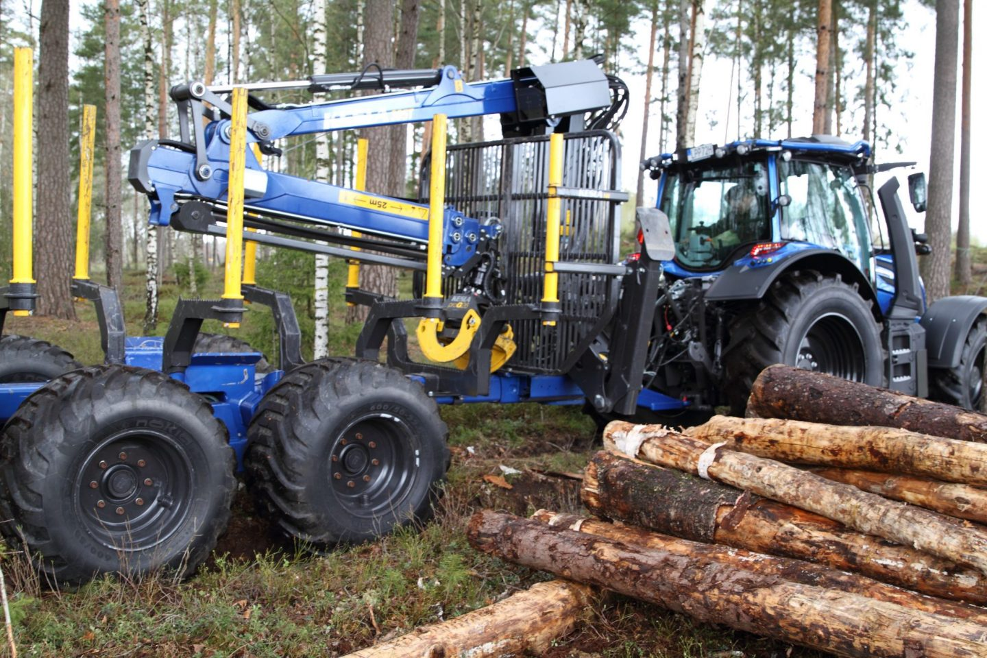 Log trailers with grapple loaders