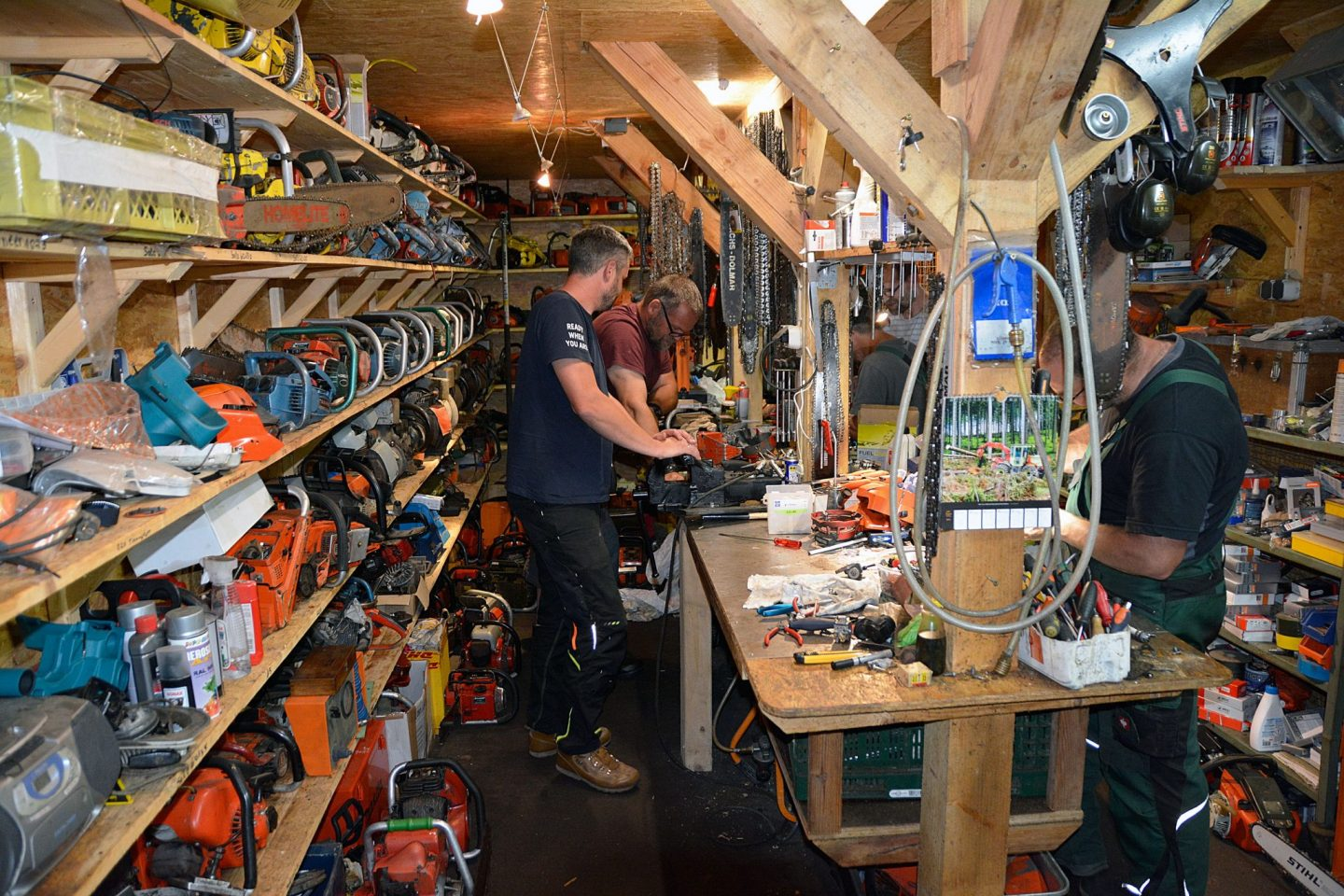 Chainsaw collectors evening – men are nothing but big boys