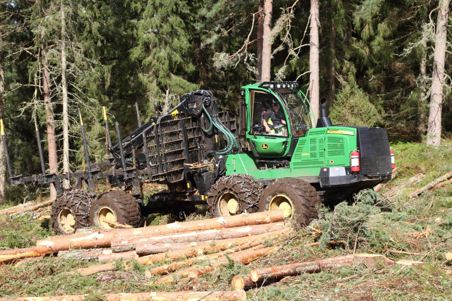 John Deere 1910G – a giant in the forest